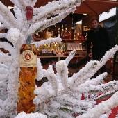 Cognac Godard vous souhaite de Joyeuses Fetes! Bon Réveillon à tous ! 🎉 __________________  #cognaclover #cognaclovers #paris #cognac #marchedenoel #champselysees #degustation #loveparis #verresouffle #petitefeuille #artisanal #art #souffleurdeverre #spirit #apero #digestifs #france #noel #cadeaux #bonneannee #happy #newyear