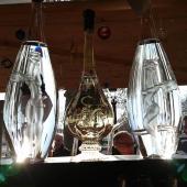 Des inséparables sur les Champs Elysées... COGNAC GODARD au marché de Noël ! ☺️ _____________________________  #cognaclover #cognaclovers #paris #cognac #marchedenoel #champselysees #degustation #loveparis #verresouffle #petitefeuille #artisanal #art #souffleurdeverre #spirit #apero #digestifs #france #noel #cadeaux